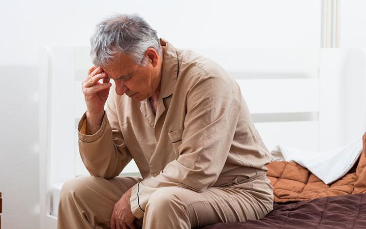 Бессонница у пожилого мужчины