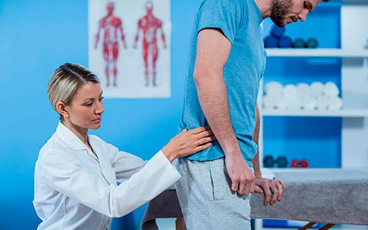 Почему появляются прыщи на попе у мужчин: причины и лечение
