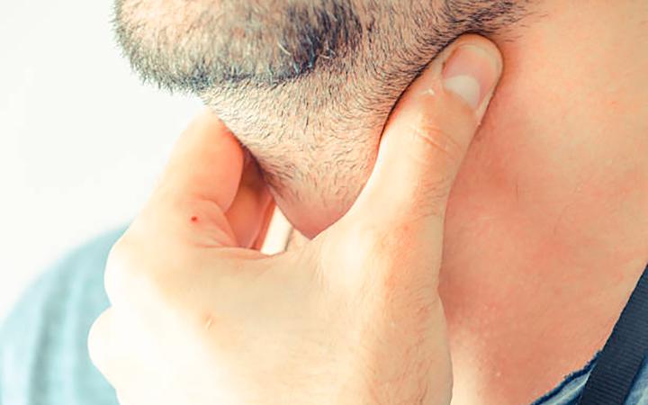 Симптомы гипертиреоза щитовидной железы и лечение заболевания