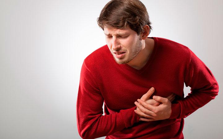 Появление болей в сердце один из признаков повышенного холестерина