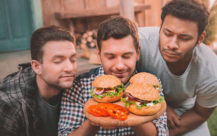 Употребление фаст-фуда ведет к ожирению