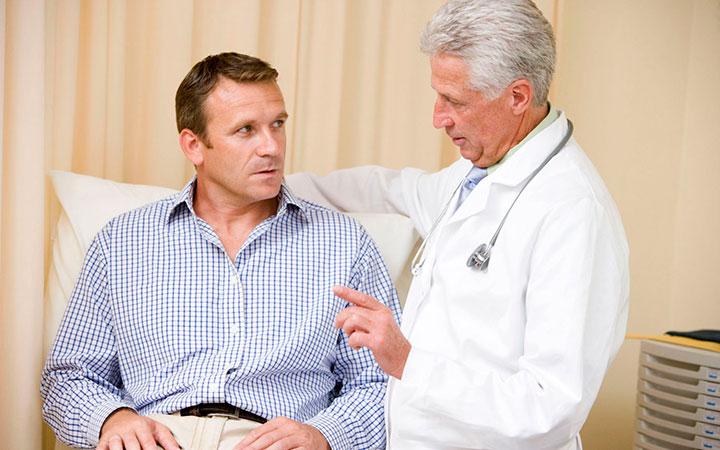 Пациент у врача с целью проведения профилактических осмотров